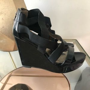 Pelle Moda Wedge SZ 7